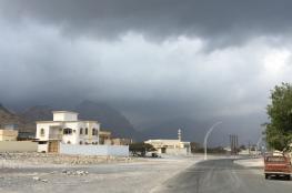 منخفض جوي ماطر يضرب الخليج .. ومسندم تستعد لأول زخات المطر