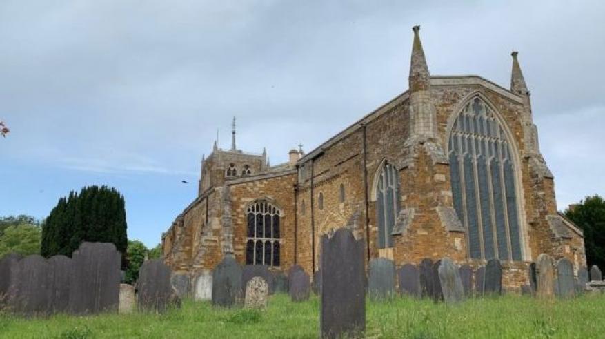 محاولات لفك لغز رفات 2500 شخص في قبو كنيسة أثرية ببريطانيا