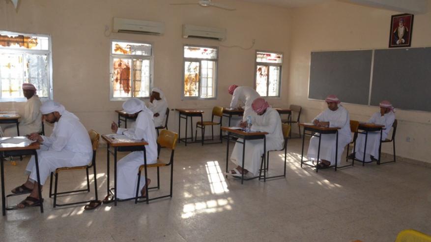 مختصون وتربويون: الغش الدراسي.. أخطاء فردية تعرقل جهود نشر العلم