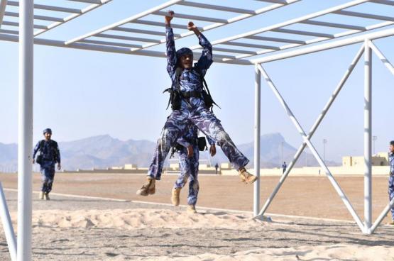 شرطة المهام الخاصة بنزوى تتوج بلقب بطولة شرطة عمان السلطانية لاجتياز الموانع