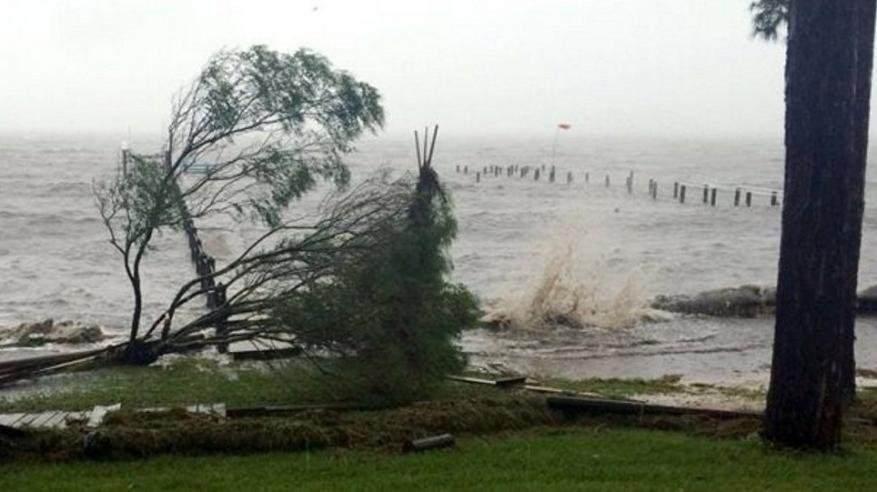 """""""إعصار كبير"""" يهدد الساحل الشرقي الأمريكي"""