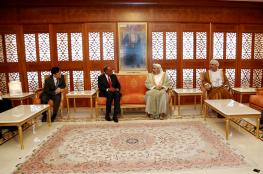حمود بن فيصل يبحث العلاقات الثنائية مع وزير الداخلية السنغافوري
