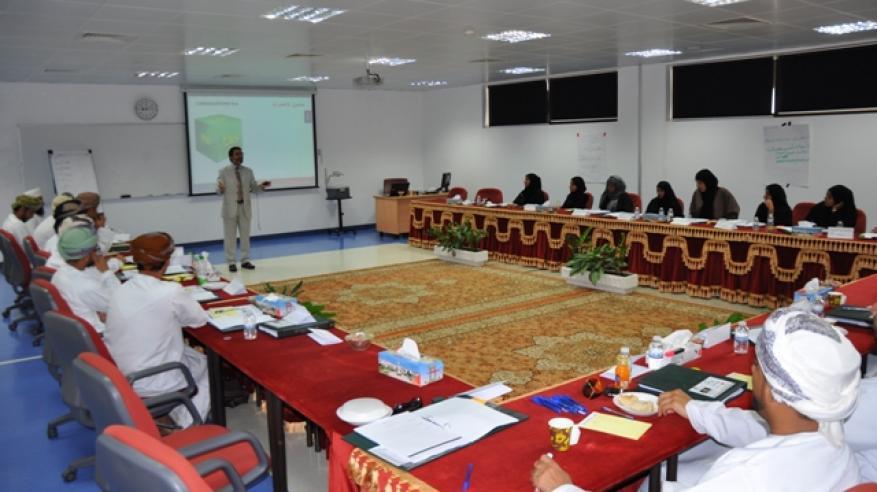 جامعة السلطان قابوس تدشن خطتها التدريبية للموظفين