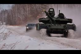 بالفيديو.. سباق مثير بين دبابة وسيارة سيدان
