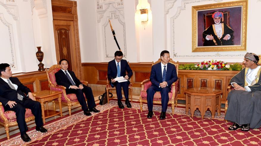 استعراض سبل تعزيز التعاون الاقتصادي والتجاري بين السلطنة والصين