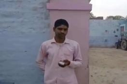 هندي يقطع أصبعه بعد التصويت للمرشح الخطأ!!