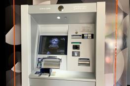 """""""صحار الدولي"""" يدشن أول صراف آلي بخاصية تدوير الأوراق النقدية"""