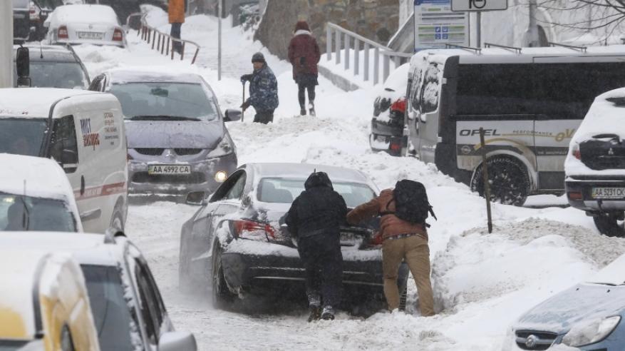 موجة ثلجية تصيب أوروبا بالشلل في أسوأ طقس منذ 27 عاما
