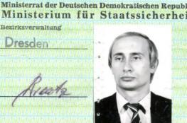 شاهد.. بطاقة هوية الرئيس الروسي عندما كان جاسوسا بألمانيا