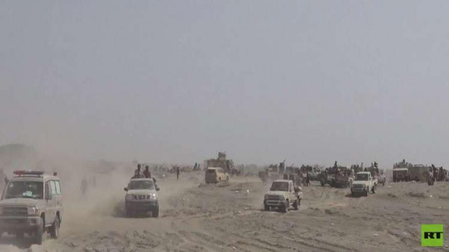 بالفيديو.. مصرع قيادات حكومية إثر تفجير أكبر قاعدة عسكرية في اليمن