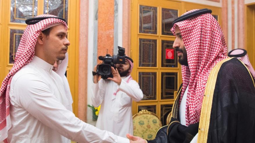 تعليق نجل خاشقجي على صورته مع ولي عهد السعودية