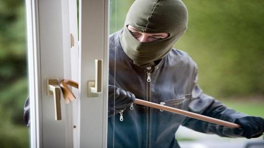 سرق مجوهرات من منزل بولاية أدم والشرطة تضبطه
