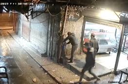 بالفيديو.. مواطن لبناني يشعل النار في جسده