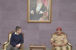 وزير الدفاع البريطاني يبدأ زيارة رسمية للسلطنة