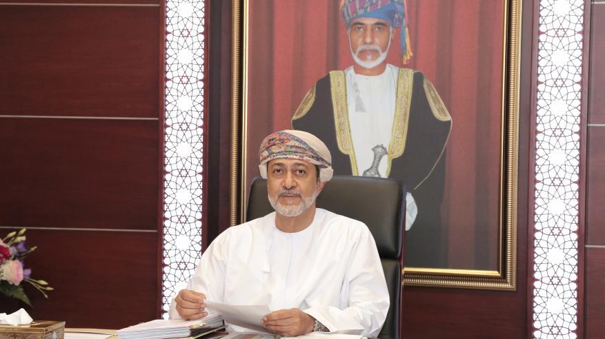 هيثم بن طارق يطلع على توجهات إصدار كتاب يوثق تاريخ وحضارة عمان