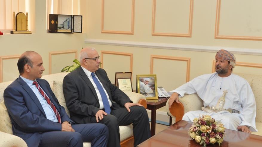 """بحث التعاون بين وكالة الأنباء العمانية و""""الشرق الأوسط"""""""