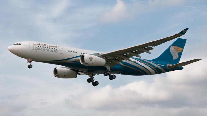 طائرة تطير في الجو