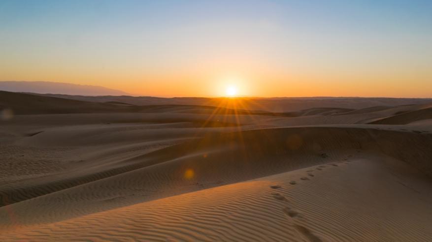 الشمس مع الرمال