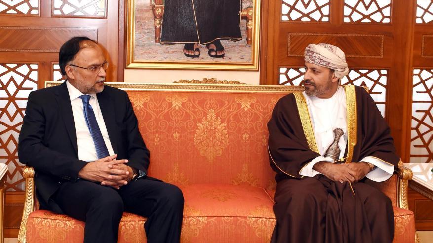 حمود بن فيصل يبحث التعاون مع وزير الداخلية الباكستاني