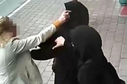 بالفيديو .. الاعتداء على محجبتين في تركيا