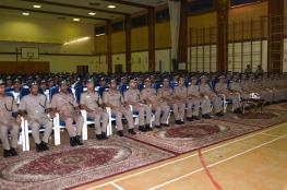 تسليم الشهادات الدراسية للضباط الخريجين