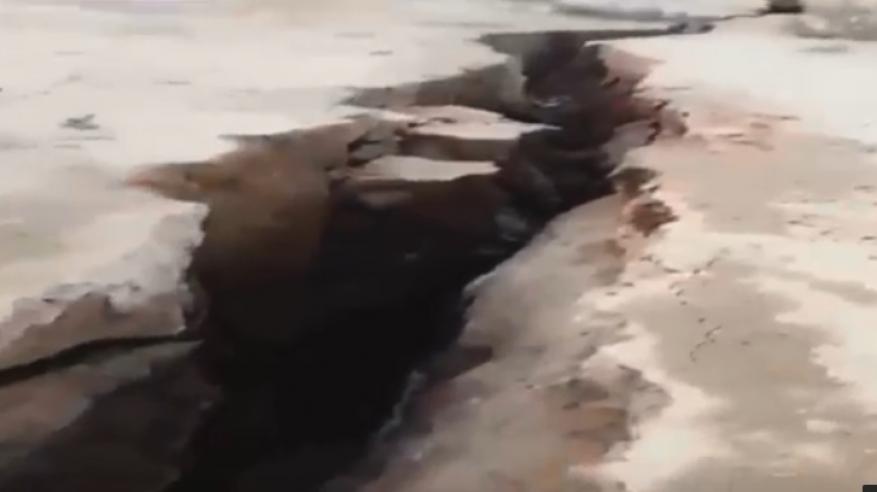 """بالفيديو.. ظهور """"خسف أرضي"""" في السعودية"""