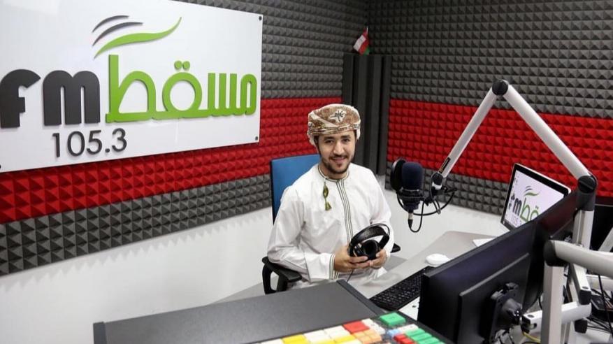 """3 برامج مسابقات على """"مسقط إف إم"""" خلال رمضان.. والثلاثي فخرية وصالح وسعود يتألقون في """"خلف وسلوم"""""""
