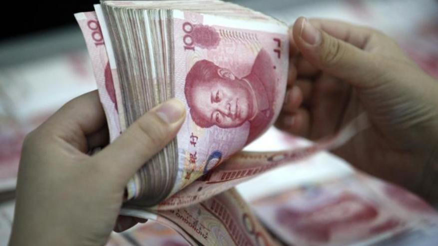 الصين تفرض حدا أقصى لعمليات السحب في الخارج