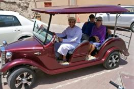 توقيع مذكرة تفاهم لتشغيل السيارات الكهربائية في مسارات الجولات السياحية بنزوى
