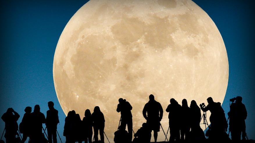 """سكان السلطنة على موعد مع """"القمر العملاق"""" .. 14 نوفمبر"""