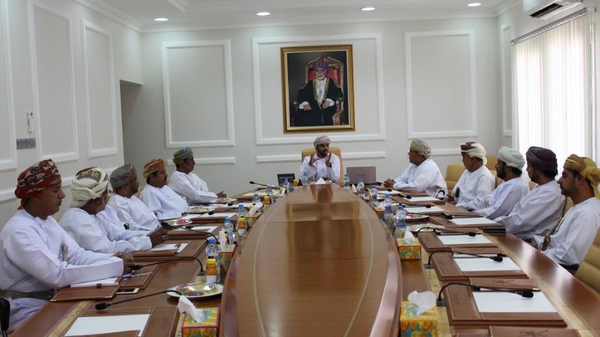 """محافظ الوسطى يناقش مع مسؤولي """"تنمية نفط عمان"""" احتياجات المجتمع المحلي"""