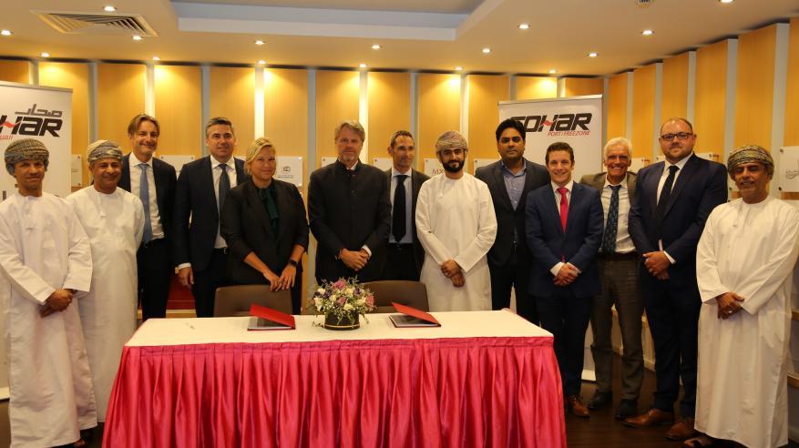 """""""ميناء صحار والمنطقة الحرة"""" يوقع اتفاقية لتوريد سفن جديدة لتعزيز الإرشاد الملاحي الآمن"""