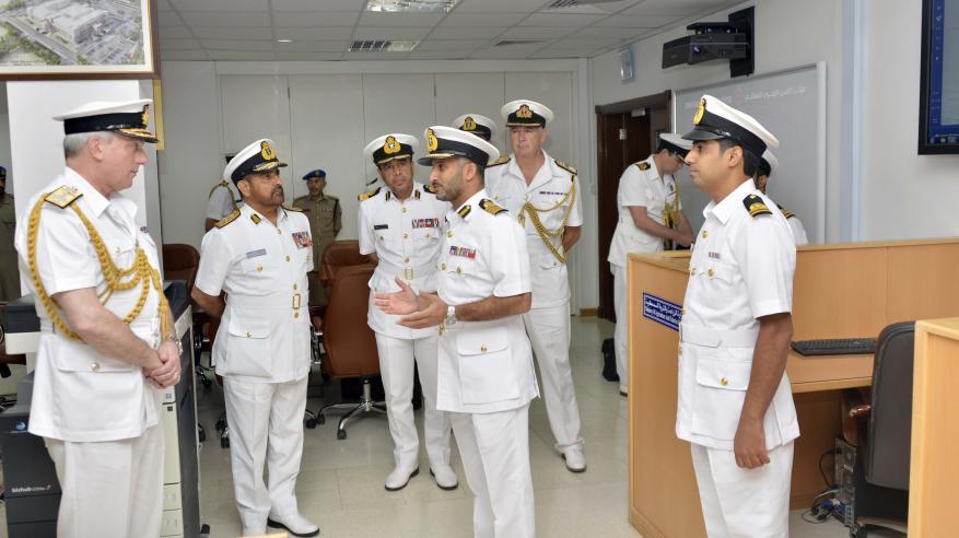 رئيس الأركان البحرية البريطانية يتعرف على أدوار مركز الأمن البحري