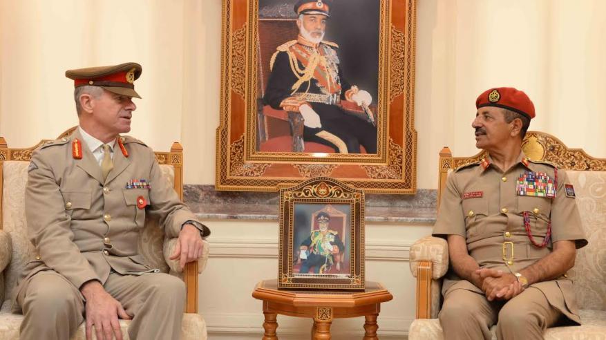 رئيس أركان قوات السلطان المسلحة يستقبل مسؤول بريطاني