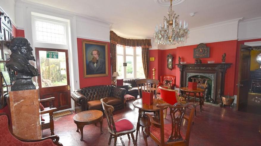 بالصور.. منزل تشارلز ديكنز للبيع بنصف الثمن2