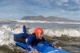 """""""ركوب الأمواج"""" يساعد أطفال التوحد على التعافي"""