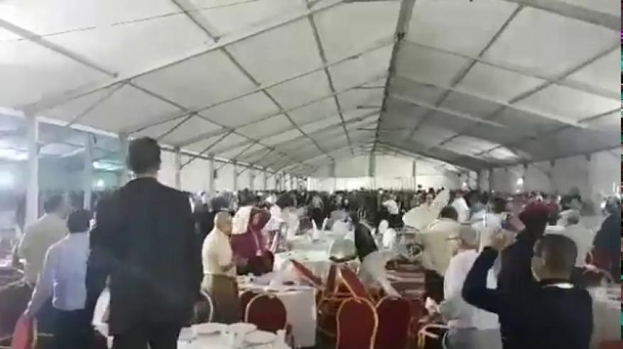 بالفيديو.. معركة بالكراسي في مؤتمر حزبي بالمغرب