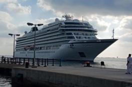 قناة السويس تسجل رقما قياسيا في أعداد وحمولات السفن