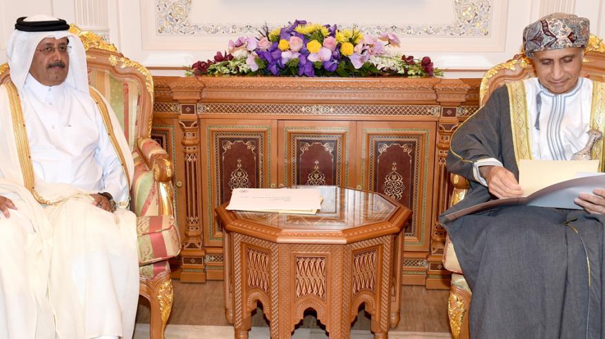 مناقشة العلاقات الثنائية القائمة بين السلطنة وقطر