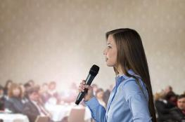 لماذا يصاب الإنسان بالتوتر حينما يخاطب الجمهور؟
