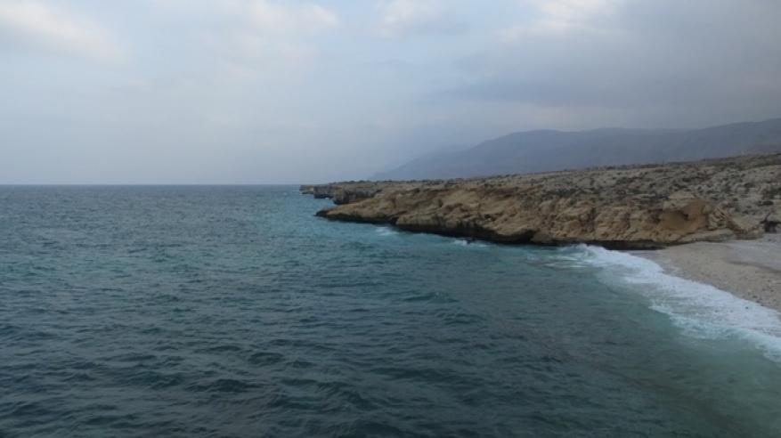 6 شواطئ خلابة تجذب السياح إلى مختلف محافظات السلطنة