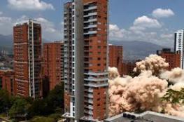 """شاهد بالفيديو.. لحظة تفجير منزل """"ملك الكوكايين"""" في كولومبيا"""