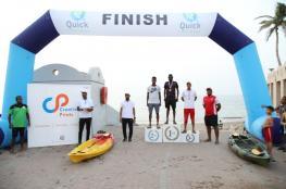 نتائج متميزة في سباقات السباحة على شاطئ القرم بمسقط