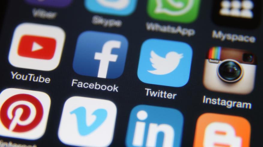 """عملاقة الإنترنت يرفضون تحمل المسؤولية عن """"المحتوى الضار"""""""