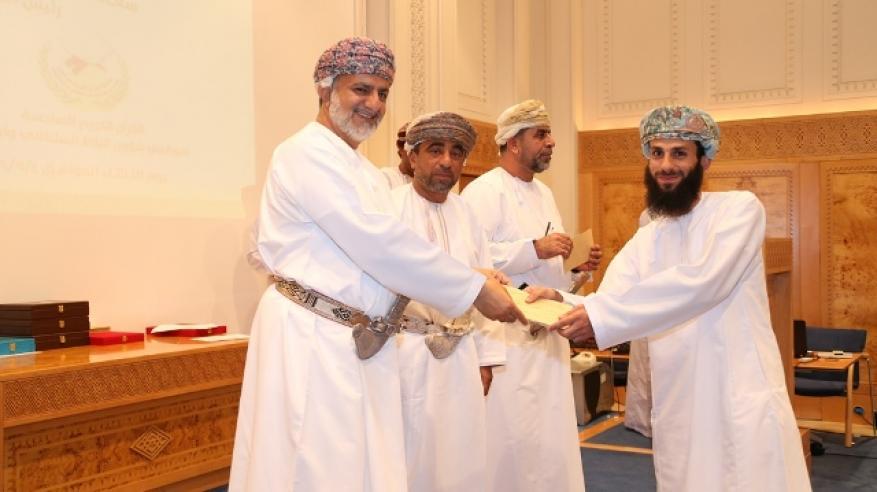 عماد الرواحي المركز الأول في مسابقة القرآن الكريم