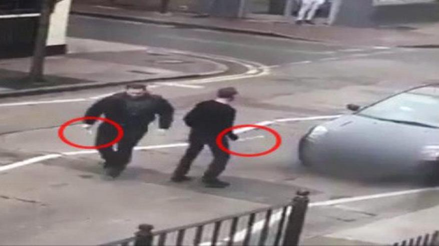 بالفيديو.. هجوم على مصلين خارج مسجد بلندن