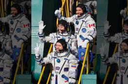 شاهد.. لحظة وصول 3 رواد فضاء إلى مدار الأرض