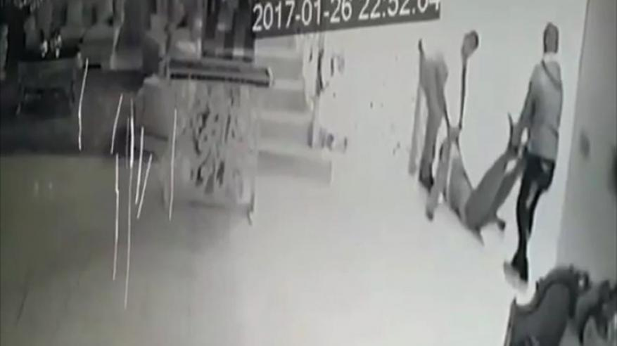 بالفيديو.. مقتل شاب كويتي على يد أصدقائه