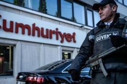 تركيا تعتقل 2 من العاملين في صحيفة معارضة
