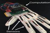 قفاز كهربائي يحول لغة الإشارة إلى رسائل نصية